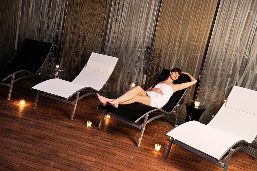 Swimming pool hotel sauna hotel wellness hotel harmony for Koi pool and sauna